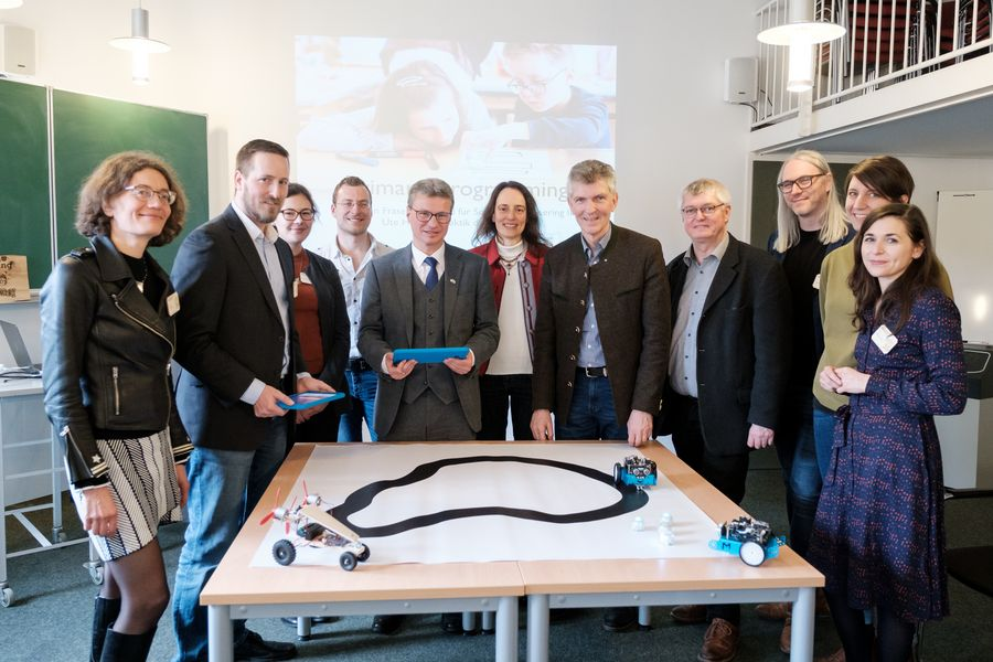 Teacher training in the digital age: free state and federation to fund trend-setting concept from University of Passau