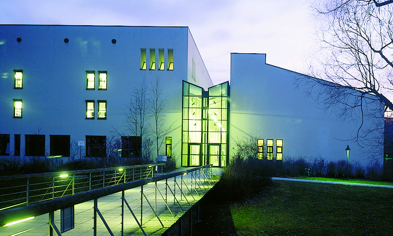 Night photograph of the building for informatics and mathematics