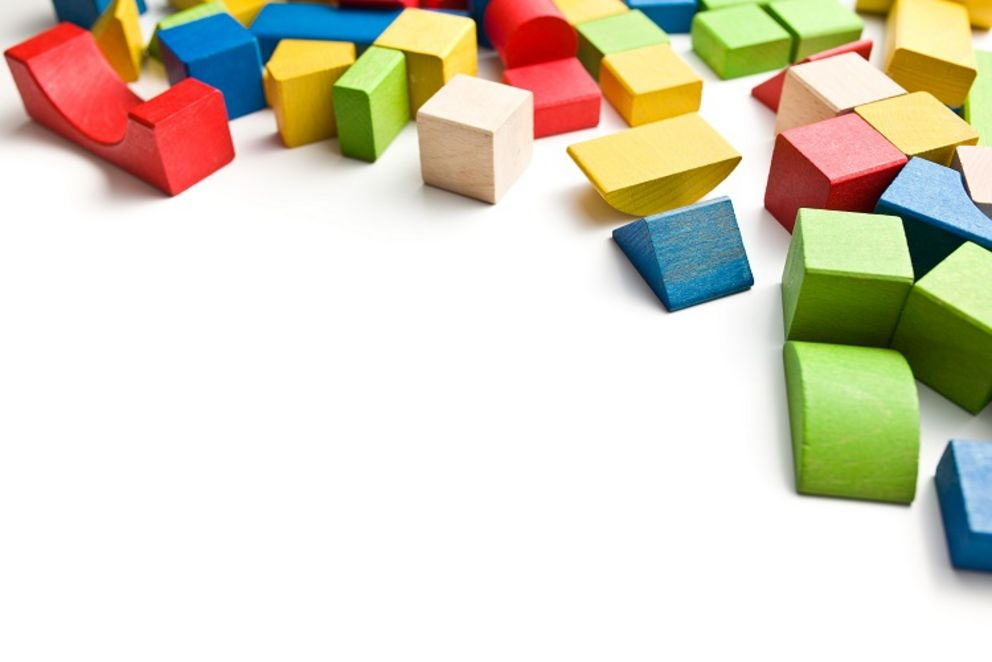 Blocks-based programs work similar to toy blocks and make it easier to get started in codes. Symbolic picture: Colourbox